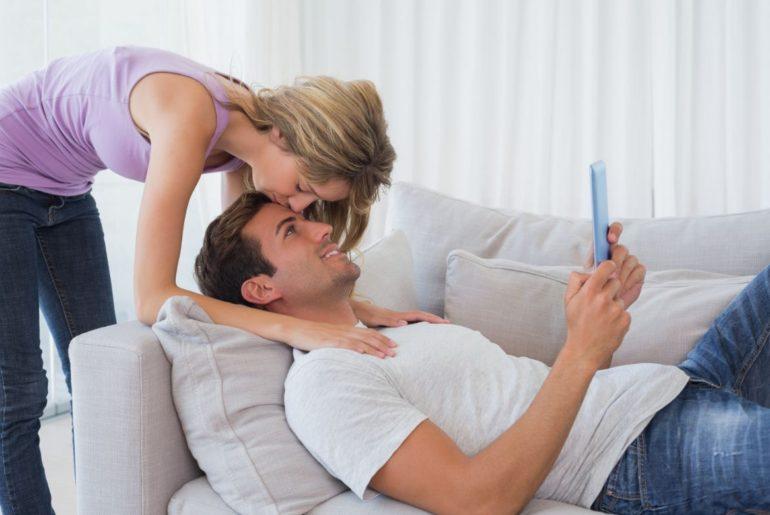Woman kissing mans forehead